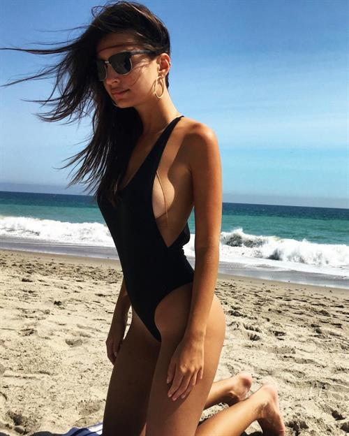 Emily flaunts her deep bronze skin and her famous figure in a tiny gray bikini.