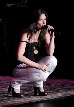 Idina Menzel Fort Lauderdale Concert, Florida July 25, 2008