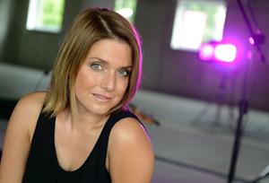 Jeanette Biedermann posiert am Rande der Dreharbeiten zur Serie 'Hauptstadtrevier' in Berlin 26.07.12