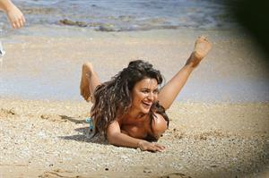 Irina Shayk nude pictures at a Sports Illustrated photo shoot taken by paparazzi