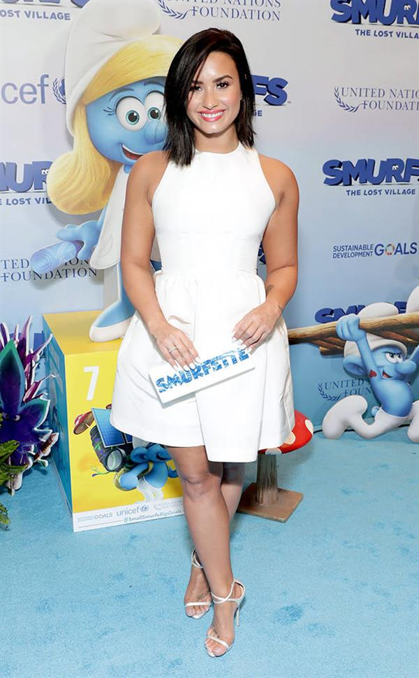 DEmi as smurfette