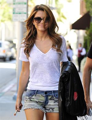 Maria Menounos walking in Los Angeles 05.08.13