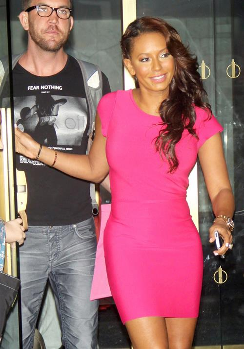 Melanie Brown At The Today Show In Nyc On On July 22, 2007 Hotness Rating  Unrated-7011