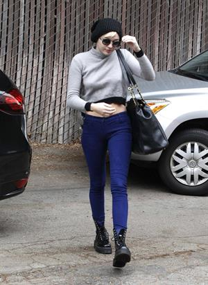 Miley Cyrus Arrives at an office building in Beverly Hills (November 15th, 2012)