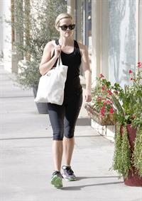 Reese Witherspoon - Heads to Kinetic Cycling for workout in Brentwood (21.06.2013)
