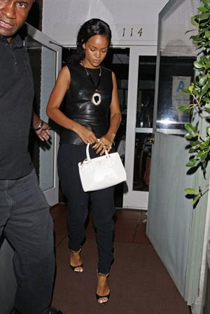Rihanna - Leaves il Ristorante di Giorgio Baldi in Santa Monica 23.8.2012