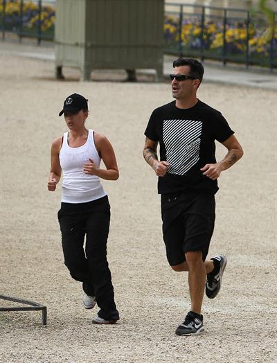 Scarlett Johansson - Jogging in the Jardin du Luxembourg in Paris on August 20, 2012