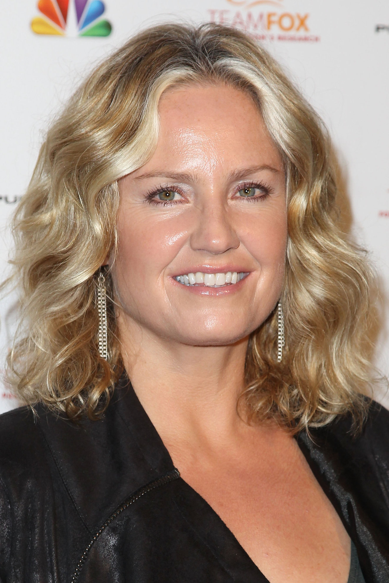Sherry Stringfield Raising The Bar To End Parkinson's (Dec 5, 2012)
