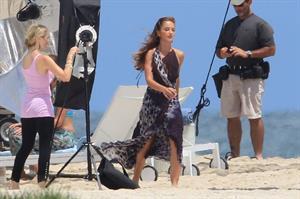 Minka Kelly films Charlie's Angels on a beach in Miami 02-09-11