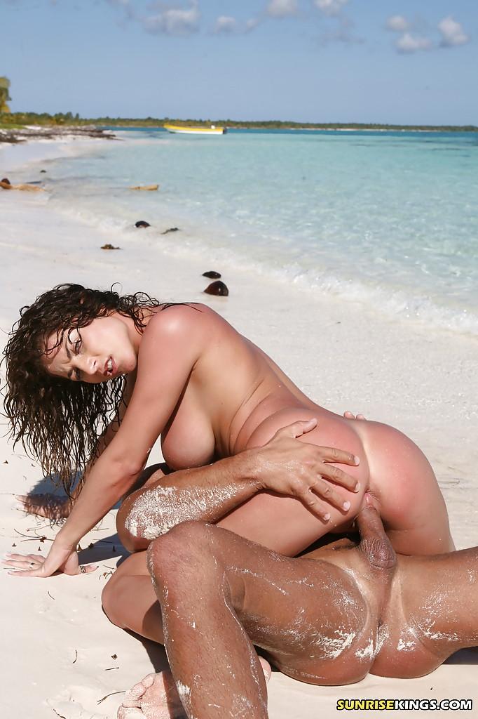 Roberta Missoni - pussy and nipples