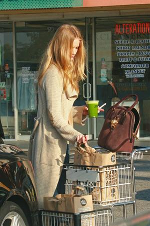 Rosie Huntington-Whiteley Whole Foods in Hollywood - November 3, 2012