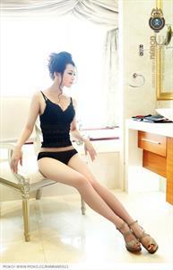 Sheng Xin Ran in lingerie