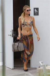 Paris Hilton lunch in Miami December 10-2012