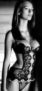 Zsuzsanna Ripli in lingerie
