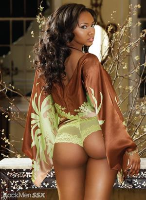 Esther Baxter is well known for her voluptuous figure with a measurement of 34DDD-24-40