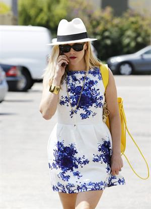 Reese Witherspoon talking and walking after leaving a hair salon in Beverly Hills on August 8, 2014