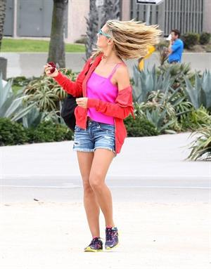 Heidi Klum haning out at the beach in Santa Monica on August 24, 2013