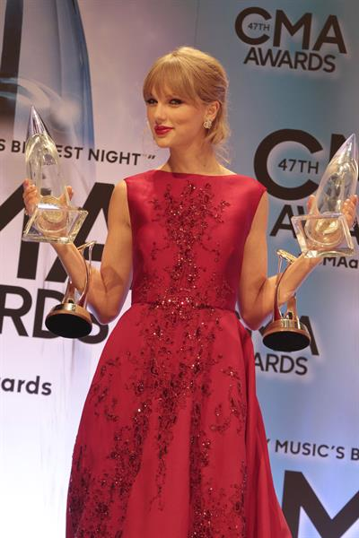 Taylor Swift - 47th Annual CMA Awards 11/6/13