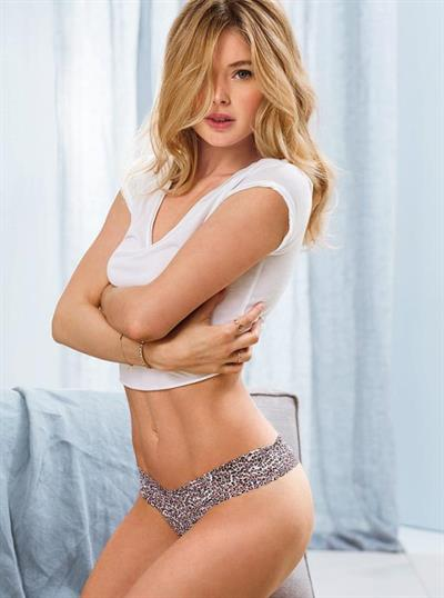 Doutzen Kroes in lingerie