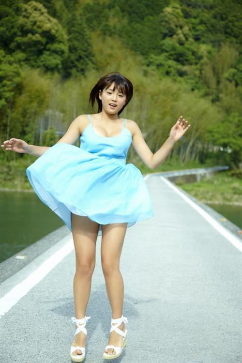 篠崎愛(しのざき あい) スリーサイズはB87・W60・H88 | NEWSグラビアアイドル