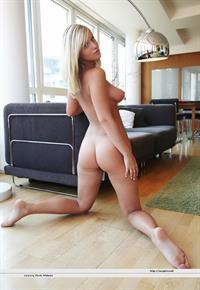Marry Queen - tits and ass