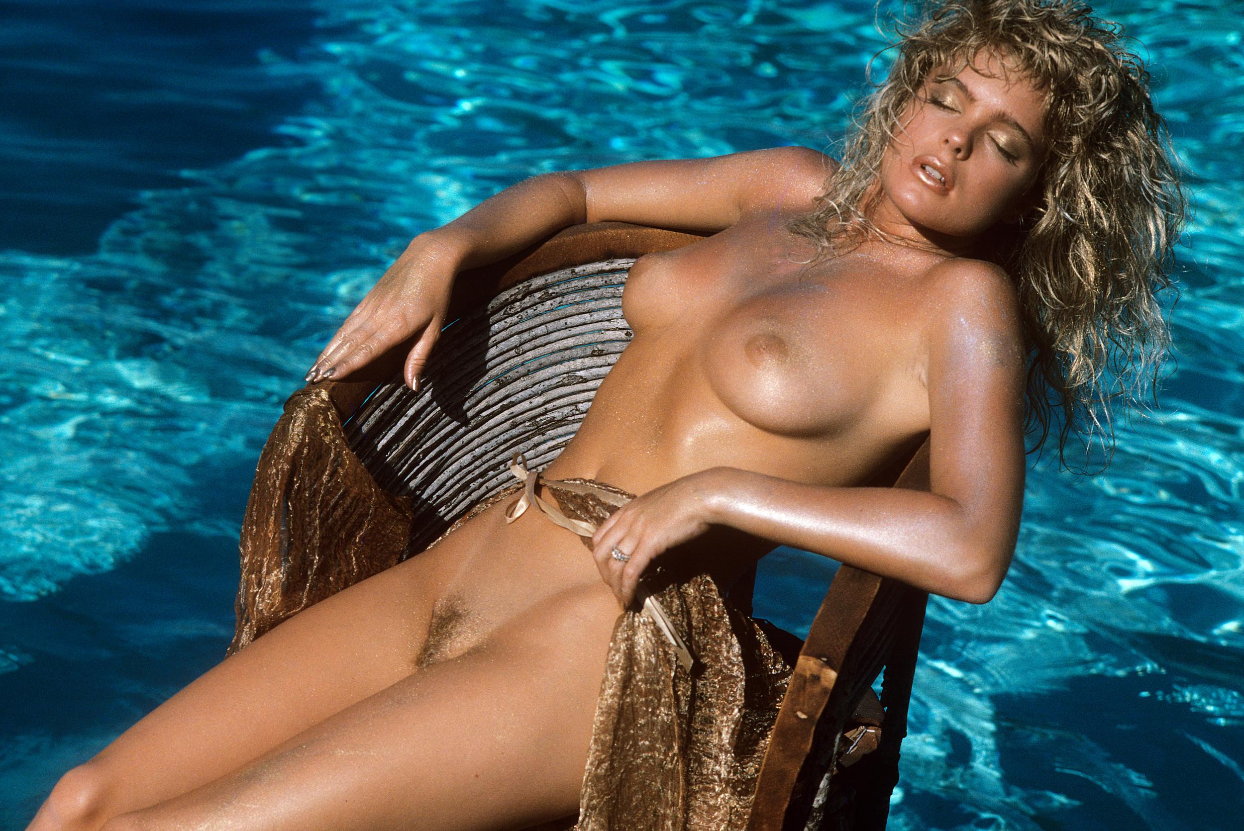 Erika Eleniak Nude Immagini Valutazione 87610-3131