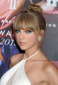 Taylor Swift Fragrance Foundation Awards at Alice Tully Hall in Lincoln Center - New York City - June 12, 2013