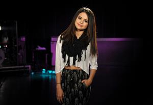 Selena Gomez MTV Movie Awards rehearsals in Burbank 12.04.13