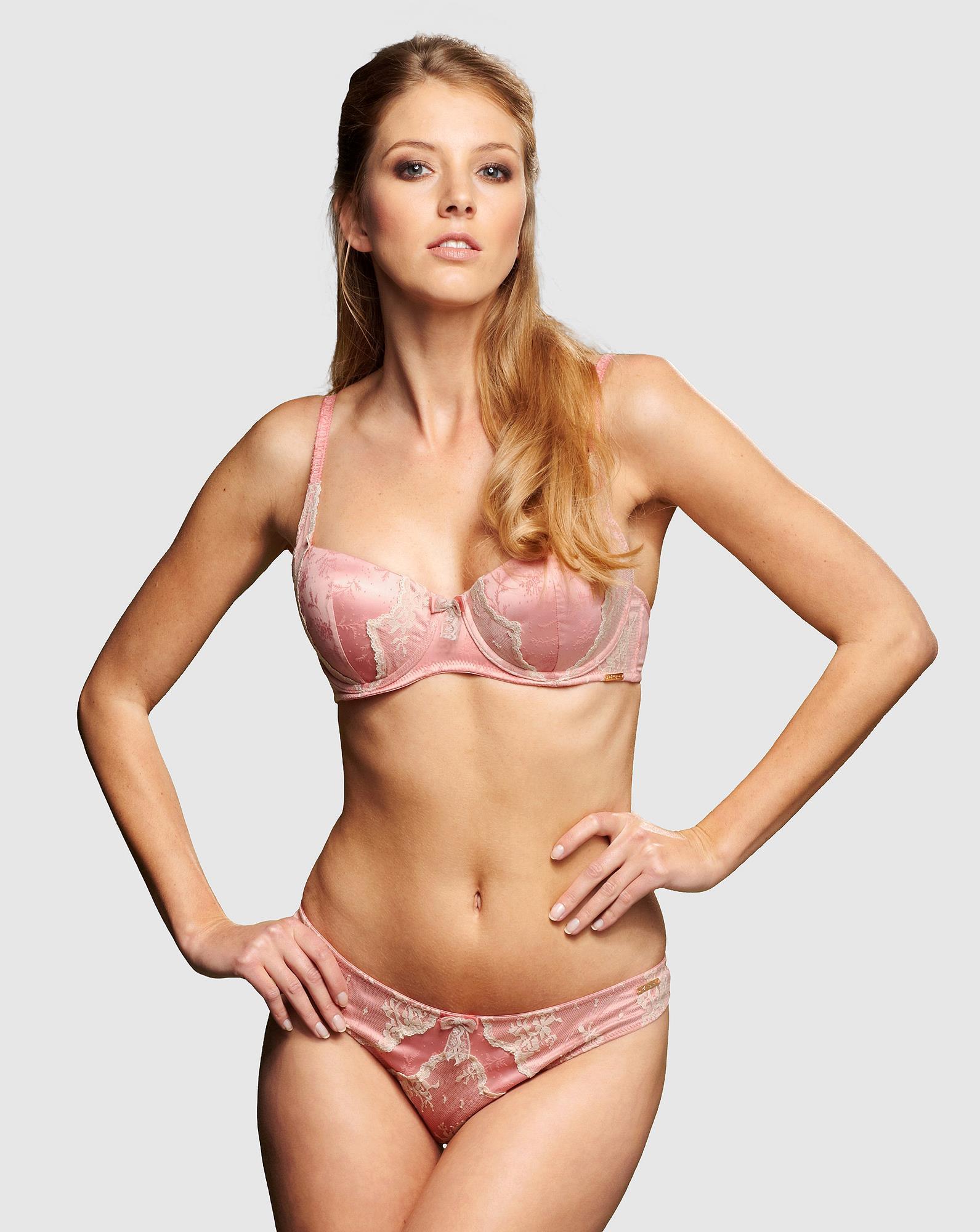 Elisabeth van Tergouw in lingerie