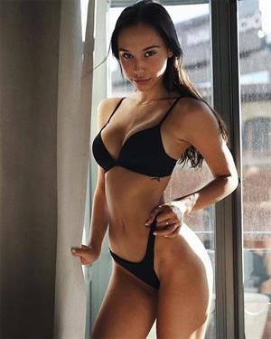 Alexis Ren In Lingerie Is Just What The Doctor Ordered
