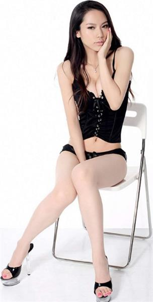 Pan Shuang in lingerie