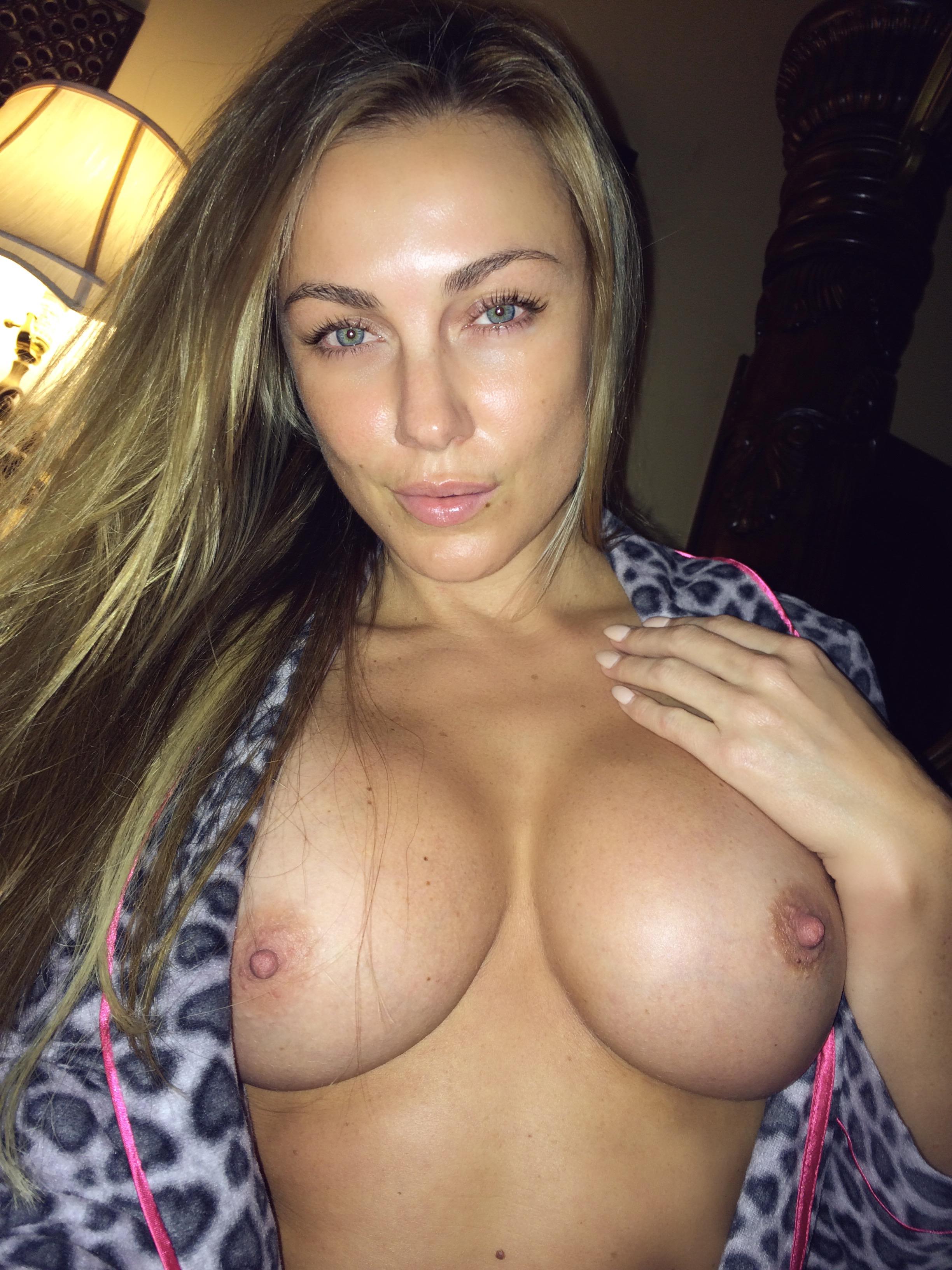 Nude nichole Anna Nicole