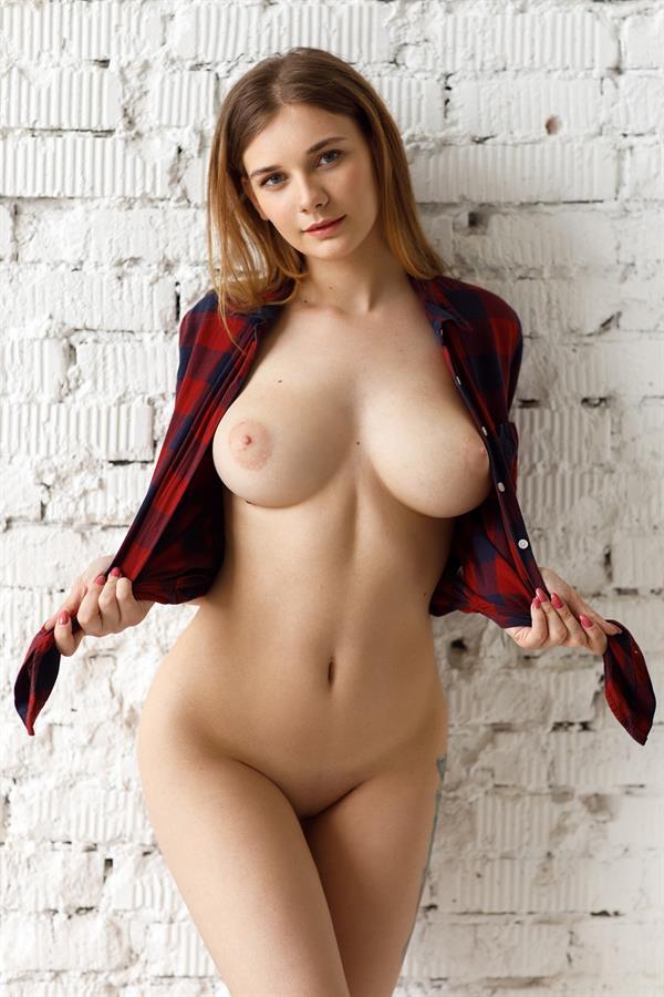 Natasha Tichomirova - breasts