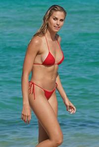 Natalie Roser sexy ass in a thong bikini seen by paparazzi at the beach.