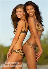 Sports Illustrated 2013 Swimsuit Edition: Nina Agdal and Ariel Meredith in body paint