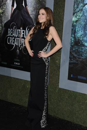 Zoey Deutch attends the premiere of Beautiful Creatures at the TCL Chinese Theater in Los Angeles (06.02.2013)
