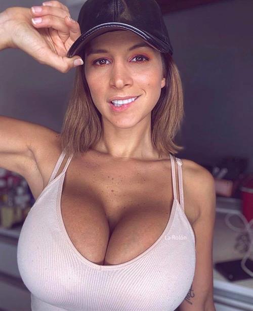 Giselle Gómez Rolón Pictures (9 Images)