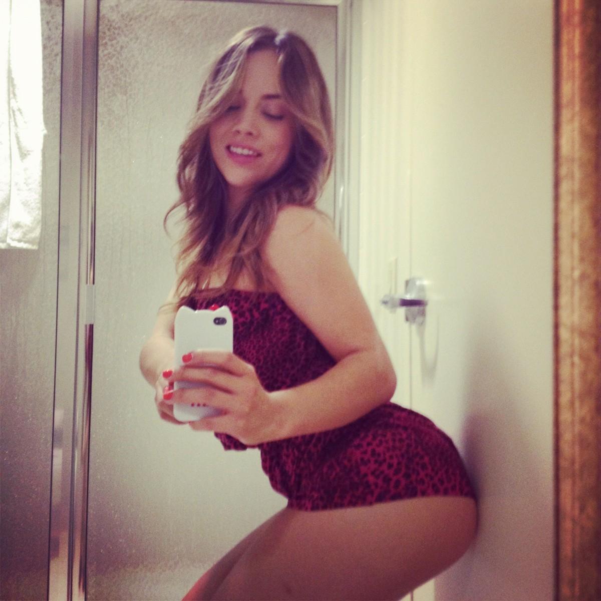 Kristina Rose taking a selfie