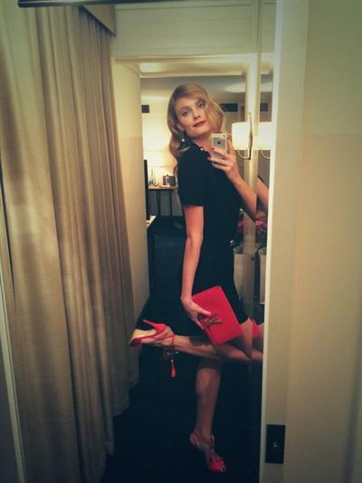 Constance Jablonski taking a selfie