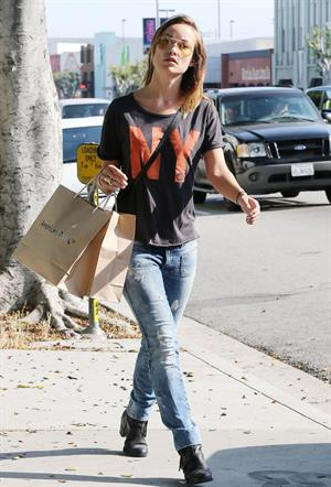 Olivia Wilde (18) shopping in Los Angeles - June 1 2013