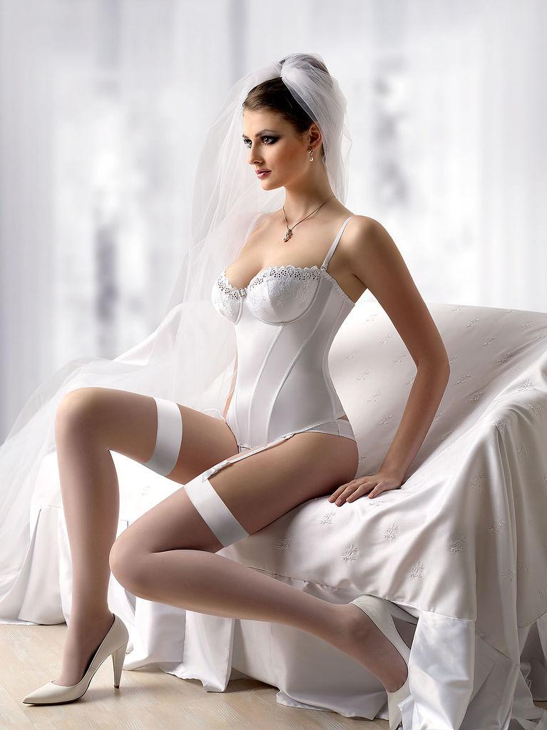 Mika Wlo in lingerie