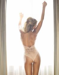 Sylvie van der Vaart in lingerie - ass