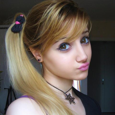 Angelica Kenova taking a selfie